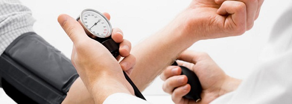 Symptoms and complications of hypertension